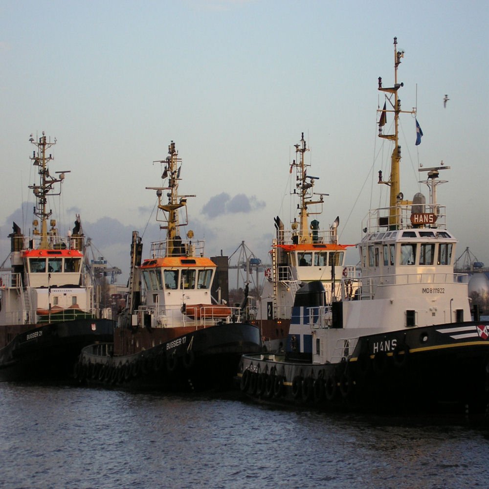 3Schlepper im Hamburger Hafen ( Altona )