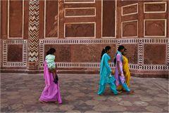 4 Frauen am Taj Mahal