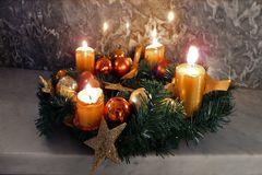4 Kerzen brennen nun