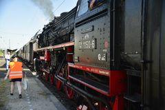 41 1150-6 hat den Ries Express in den Bahnhof Nördlingen geschoben