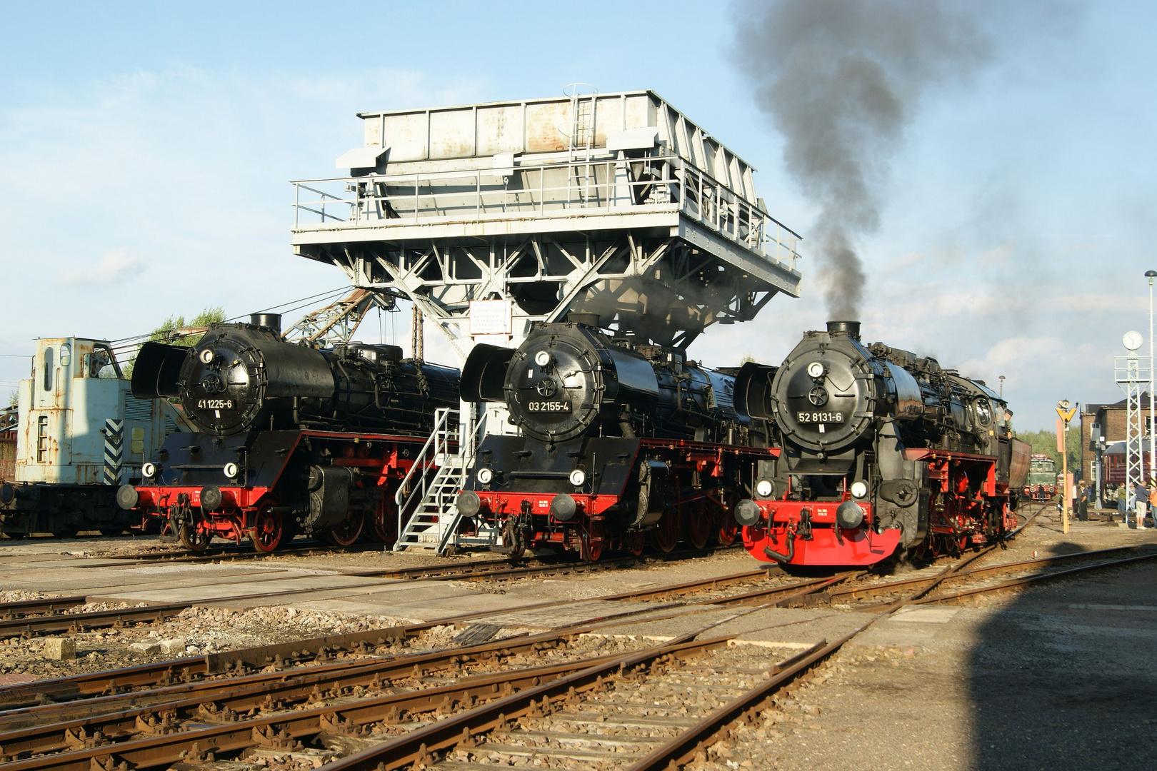 41 1225, 03 2155 und 52 8131 unterm Kohlehochbunker des BW Chemnitz