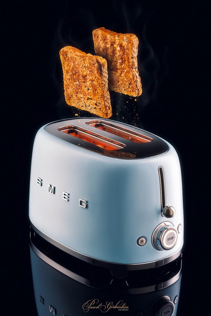 50's style SMEG toaster with flying toast