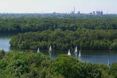 6 Seenplatte in Duisburg und das Thyssen-Krupp-Stahlwerk in Sichtweite