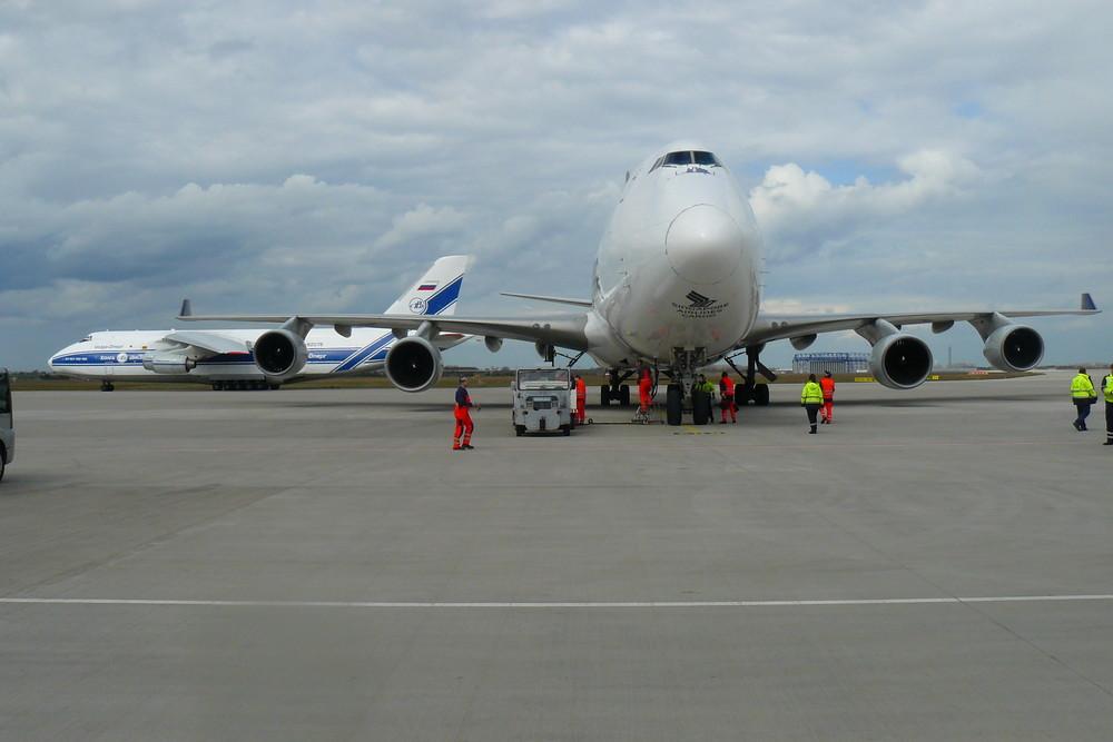 747&AN124