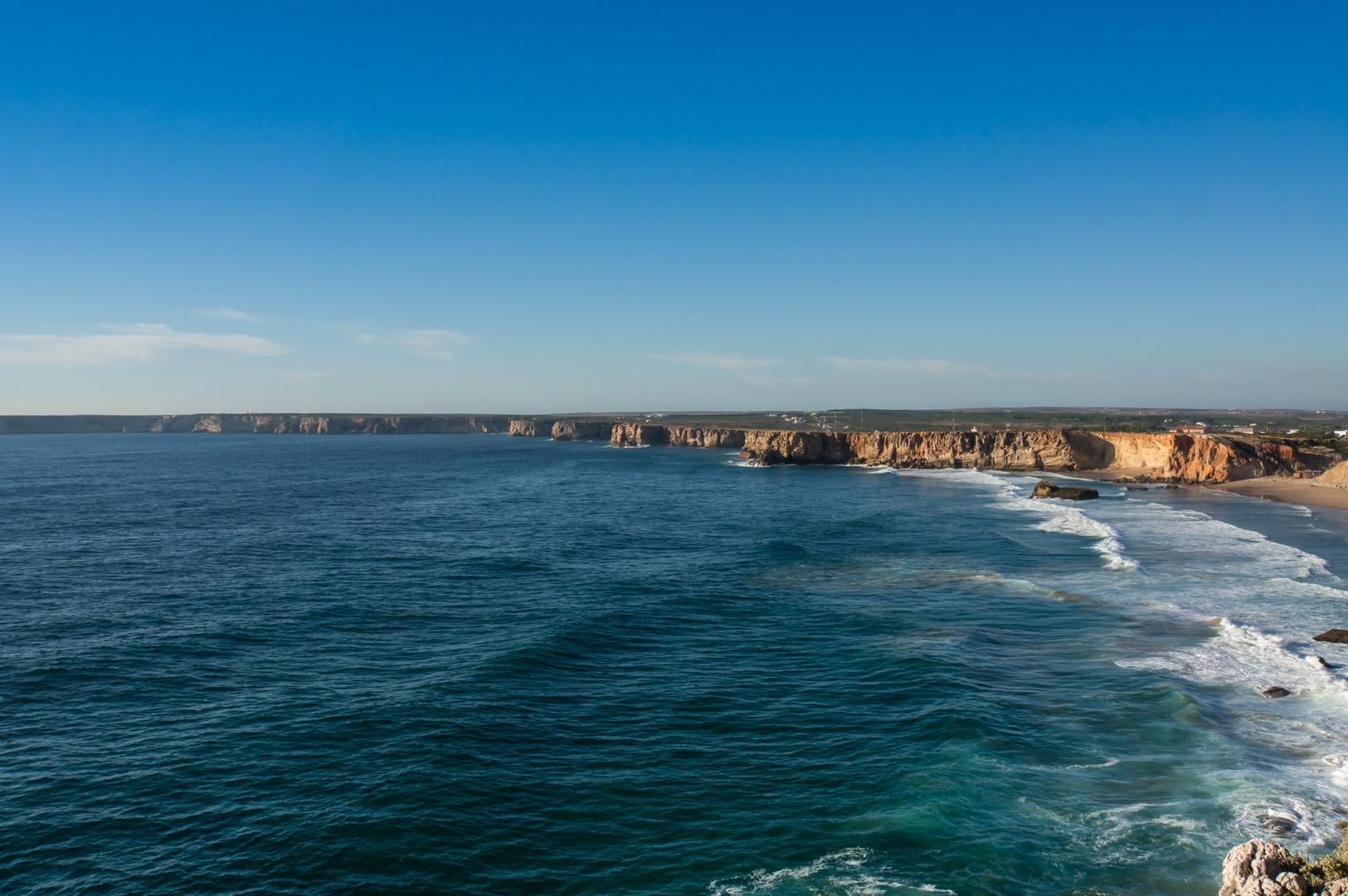 8 Portugal2013 Aufnahme vom Fortaleza de Sagres aus. Der Praia do Tonel.