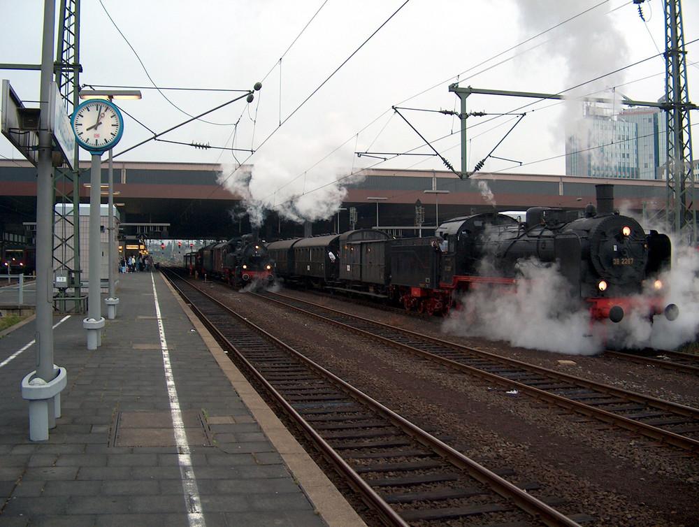 94 1538 und 38 2267 am Düsseldorfer Hbf