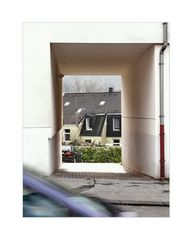 ... a glimpse from the street into the Hinterhof (some just walk by without noticing) 01