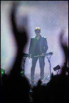 a-ha Sänger Morten Harket versucht sich als Drummer
