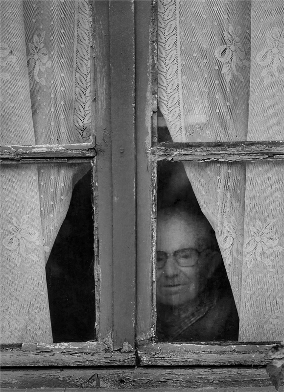 à la fenêtre