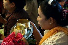 A la Pagode du Bouddha Mahamuni (01)