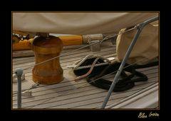 A l'avant du voilier