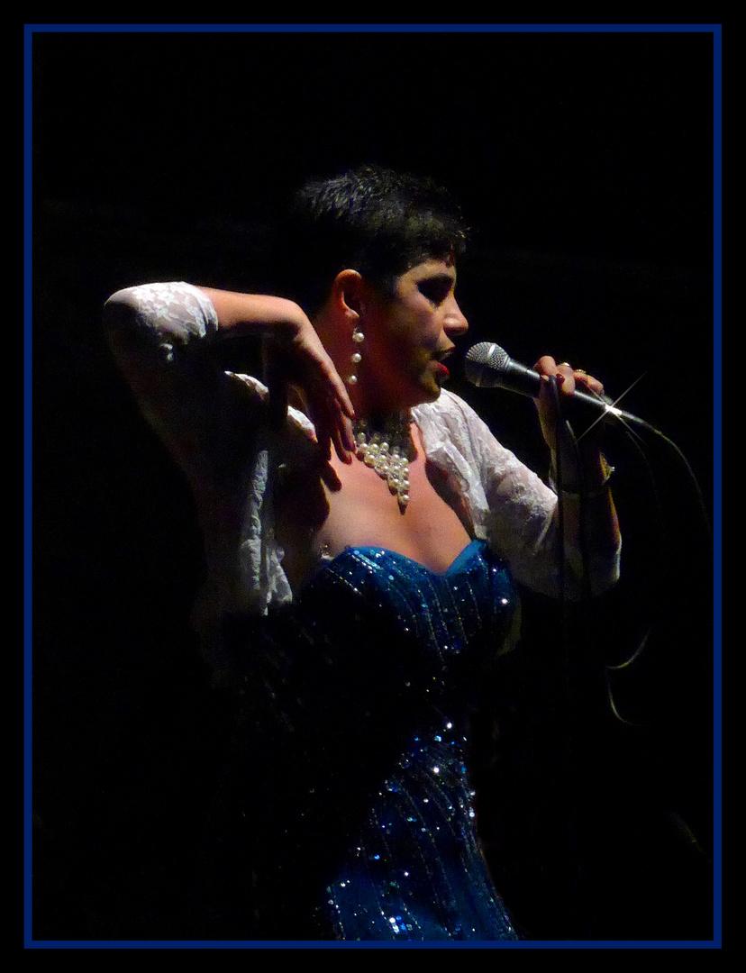 A talentosa cantora de tango argentino!