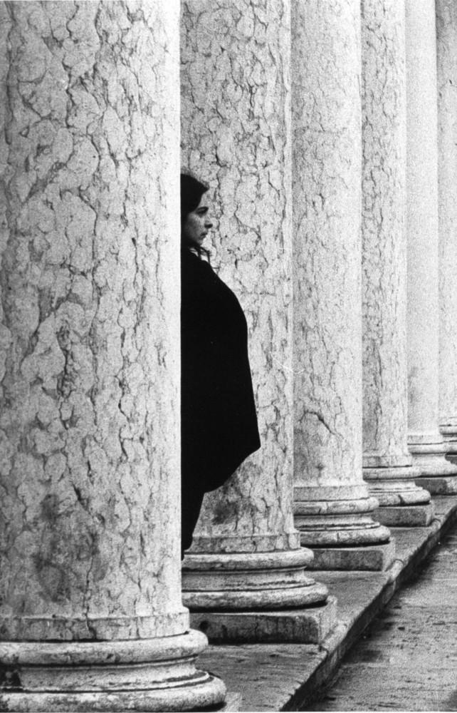 à travers les colonnes de venise