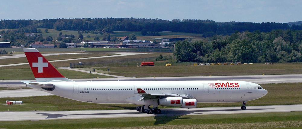 A340-300 (HB-JMA) als Flug LX242 ab ZRH