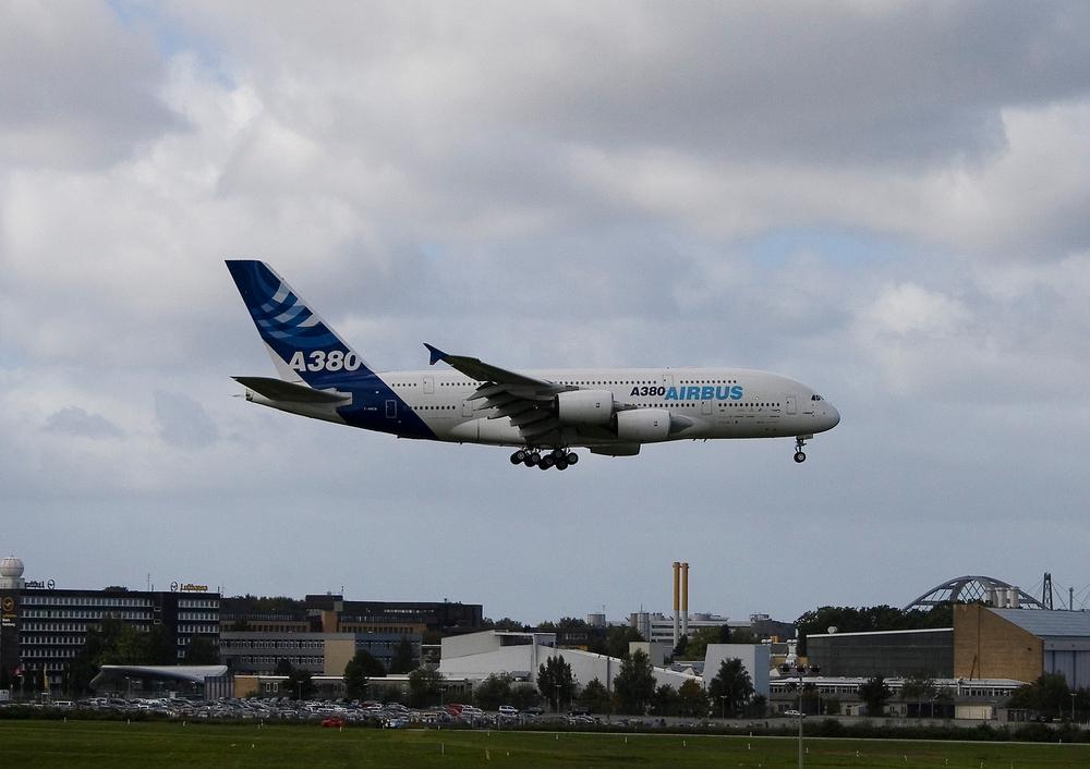 A380 in HH