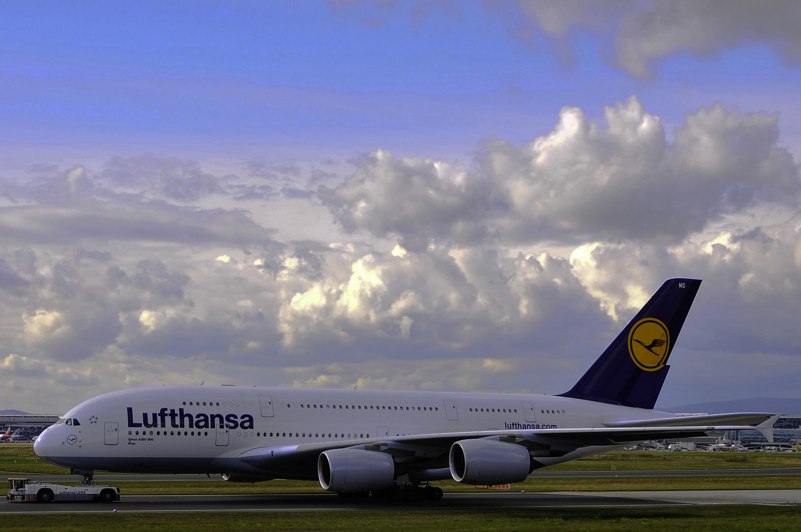 A380 Lufthansa drive-bye