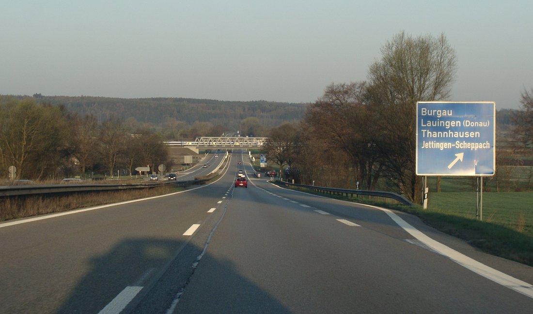 """""""A8, TGV und die Streife"""", Ausfahrt Burgau, 11.04.2009"""