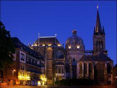 Aachener Dom zur blauen Stunde
