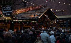 Ab und zu sieht man mal jemanden auf dem Weihnachtsmarkt...#1704##