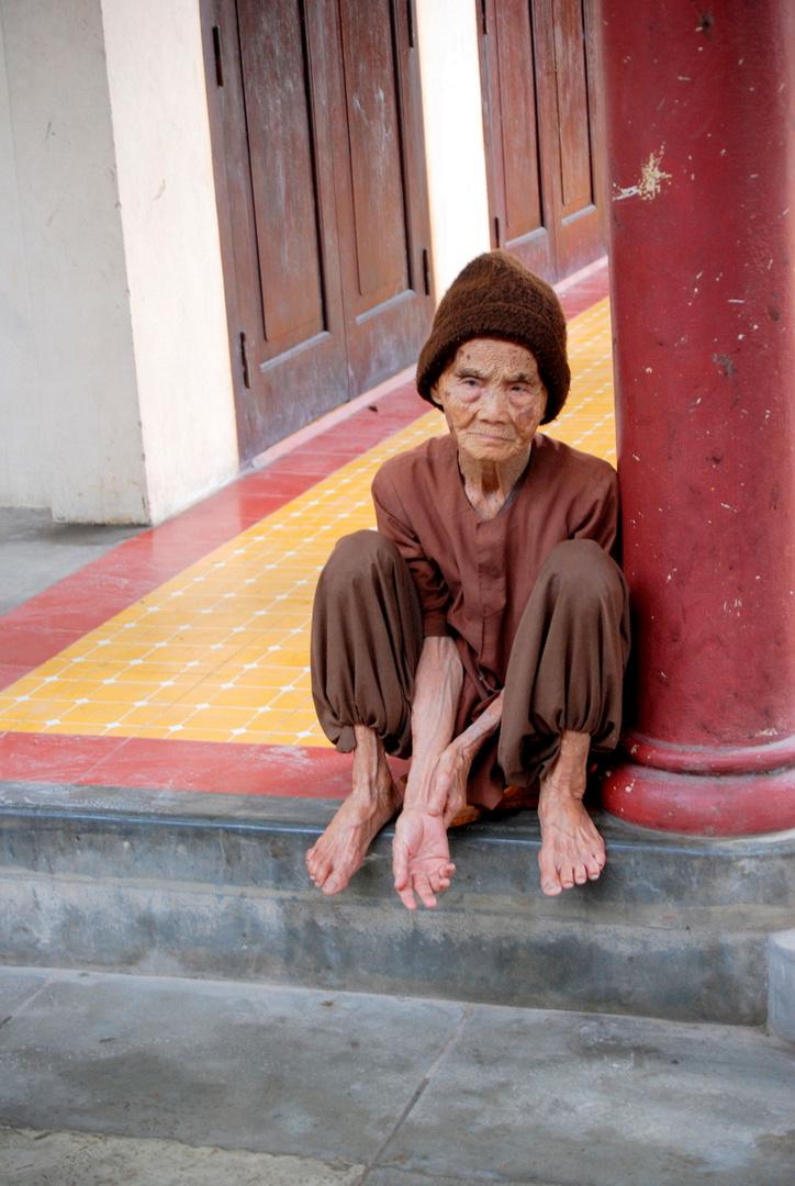 Abandonnée , même plus la force de tendre la main - Nord Vietnam