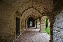 Abbaye de Saint Hilaire - im Innenhof