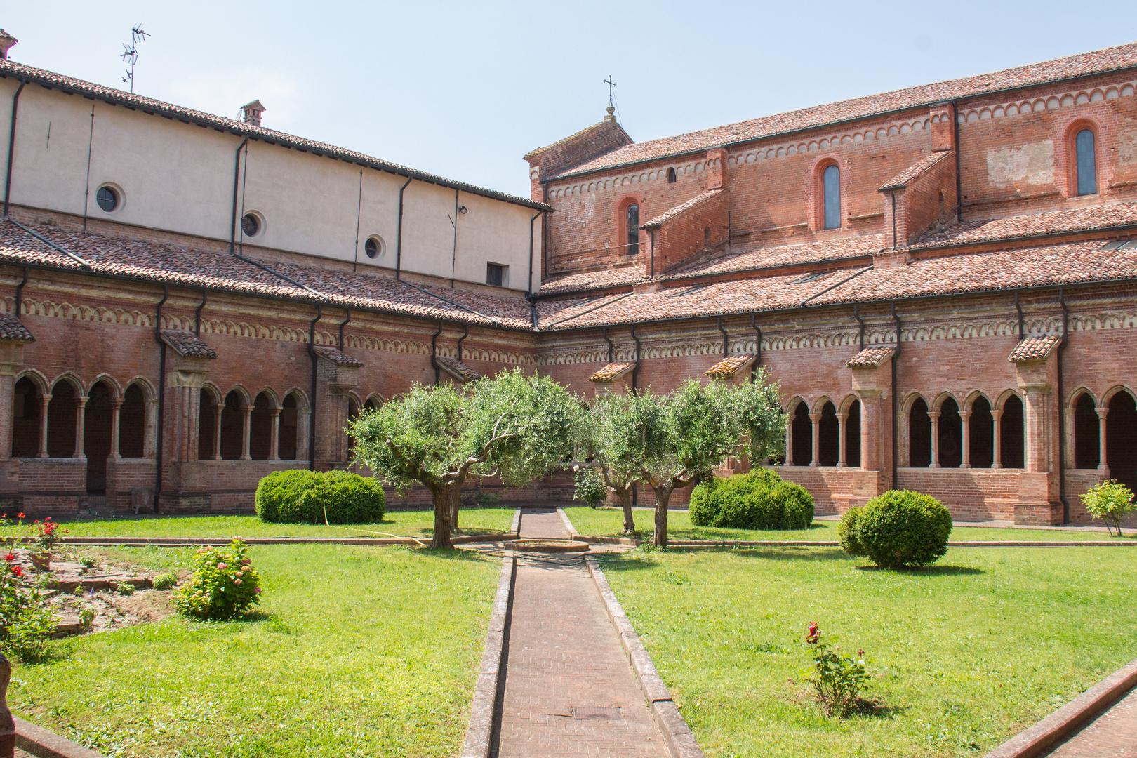 Abbazia Chiaravalle della Colomba - Chiostro