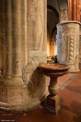 Abbazia di Chiaravalle, acquasantiera