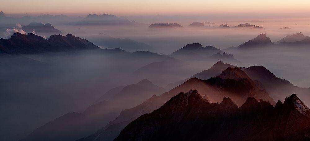 Abend-Stimmung der Berggipfel