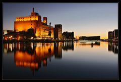 Abenddämmerung am Duisburger Innenhafen
