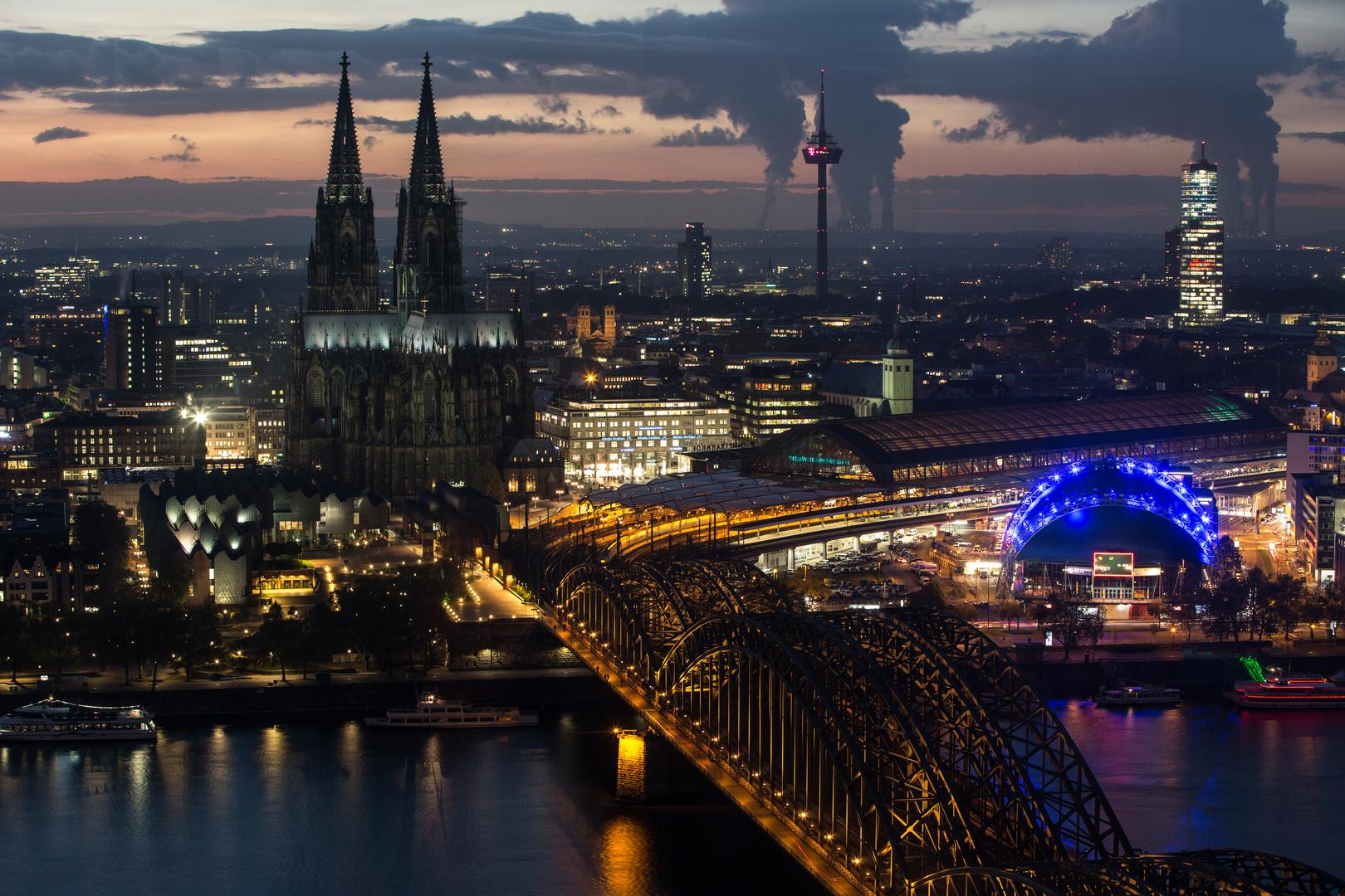 Abenddämmerung über Köln...