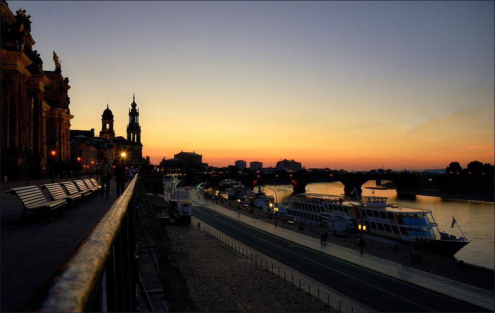 Abendliche Lichter meiner Stadt ...,