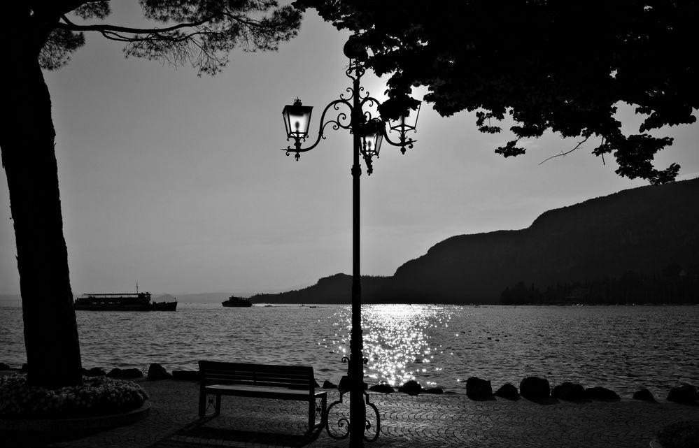 abendliche Uferidylle in Garda