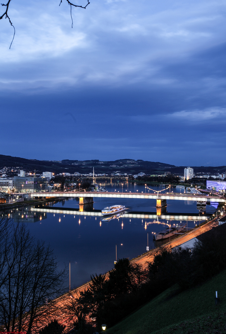 Abendlicher Blick auf die Donau in Linz 2