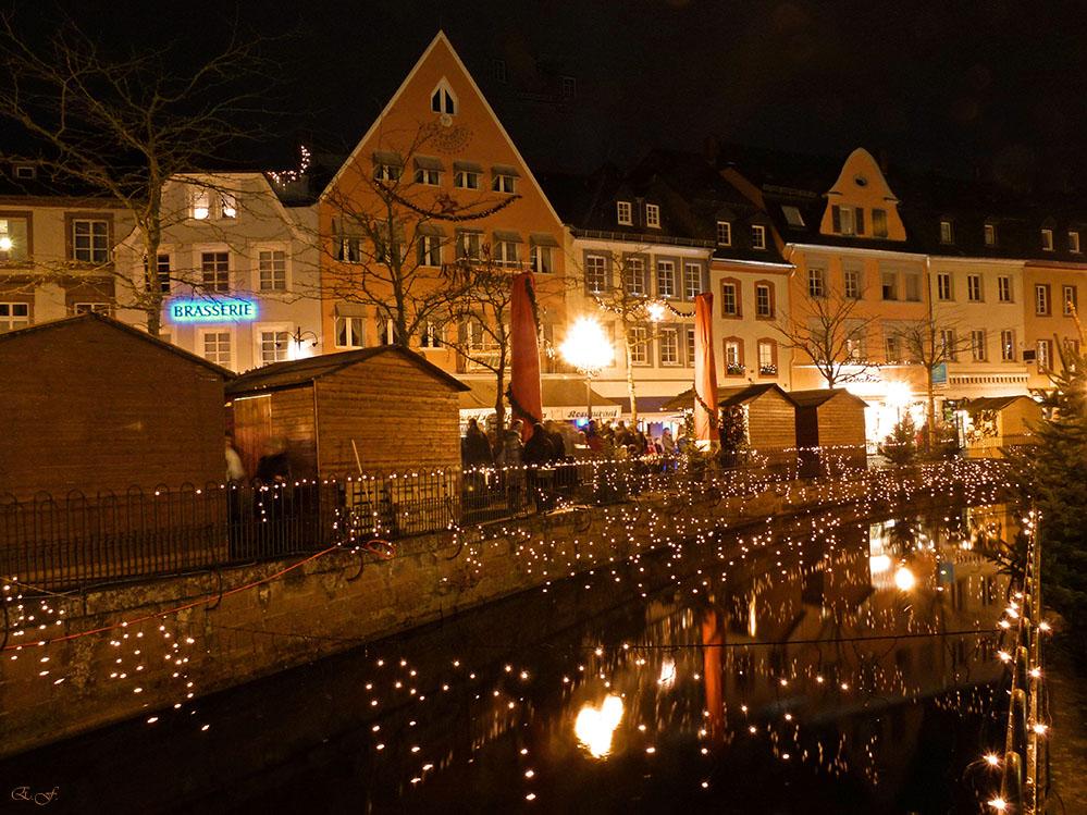 Abendlicher Weihnachtsmarkt