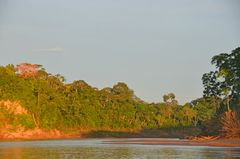 Abendliches Urwaldflair am Rio Tambopata
