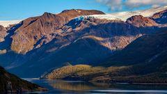Abendlicht über den Gletscher und Fjord...