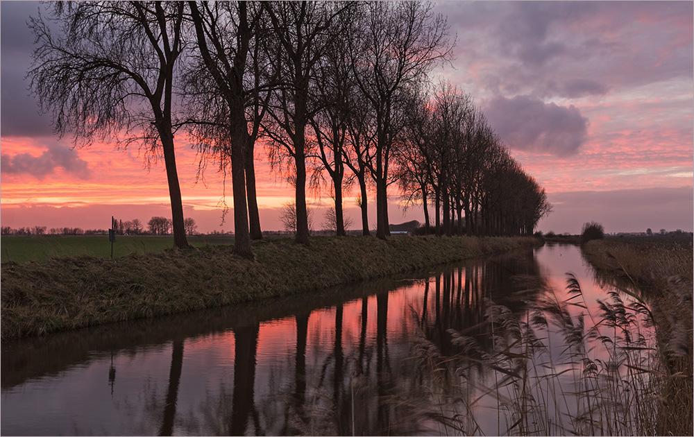 Abendrot über dem Kanal