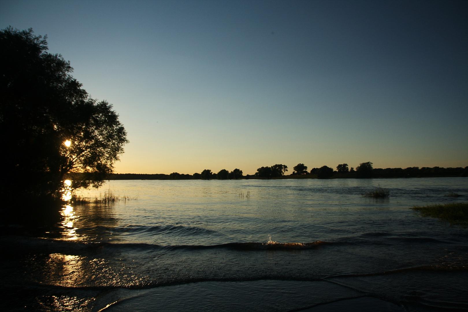 Abends am Fluss ...