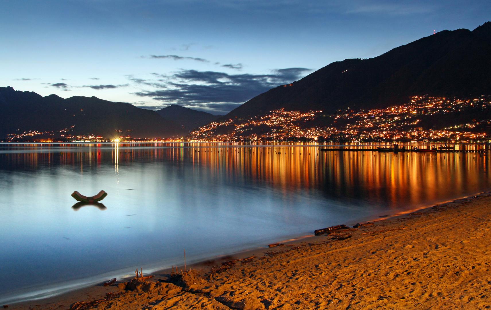 Abends am Strand - Blick auf Locarno