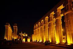 abends im Tempel von Luxor, Ägypten