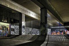Abends unter der Brücke