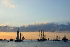 Abends vor Warnemünde während der Hanse Sail 2014