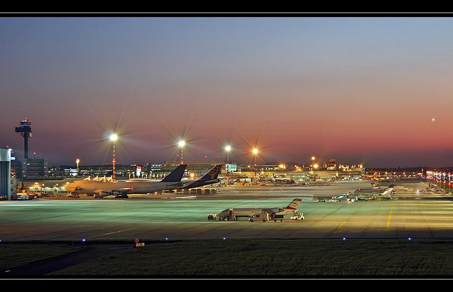 Abendstimmung am Airport Düsseldorf...