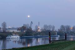 Abendstimmung am Duisburger Hafen