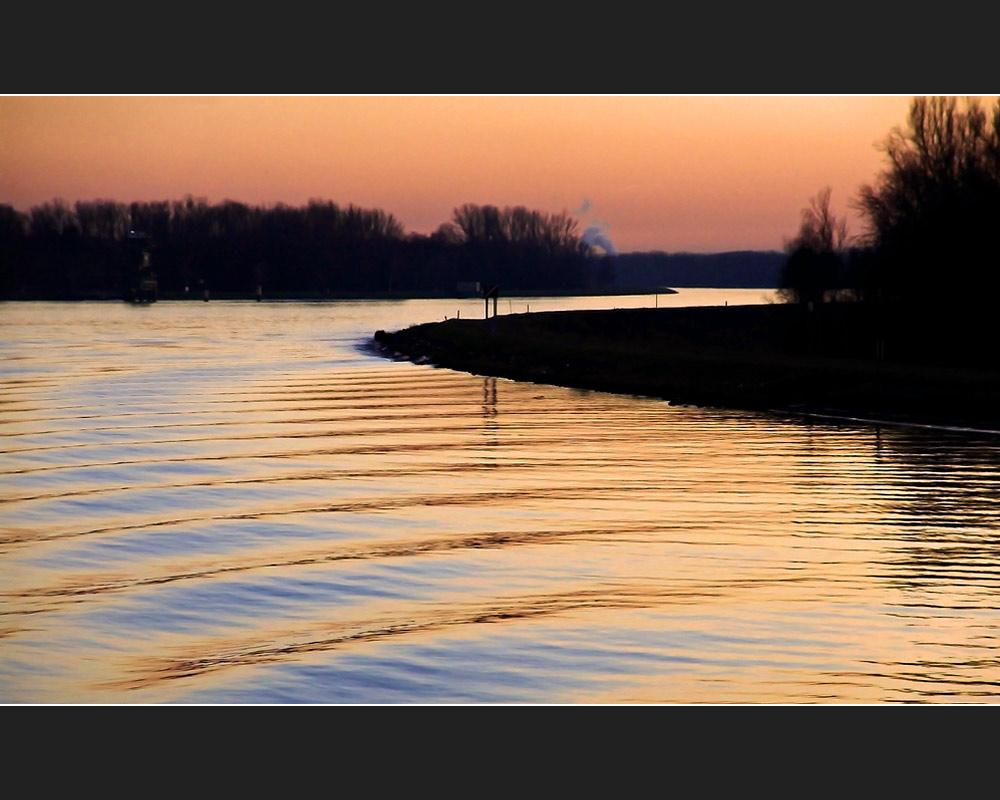 Abendstimmung auf dem Rhein