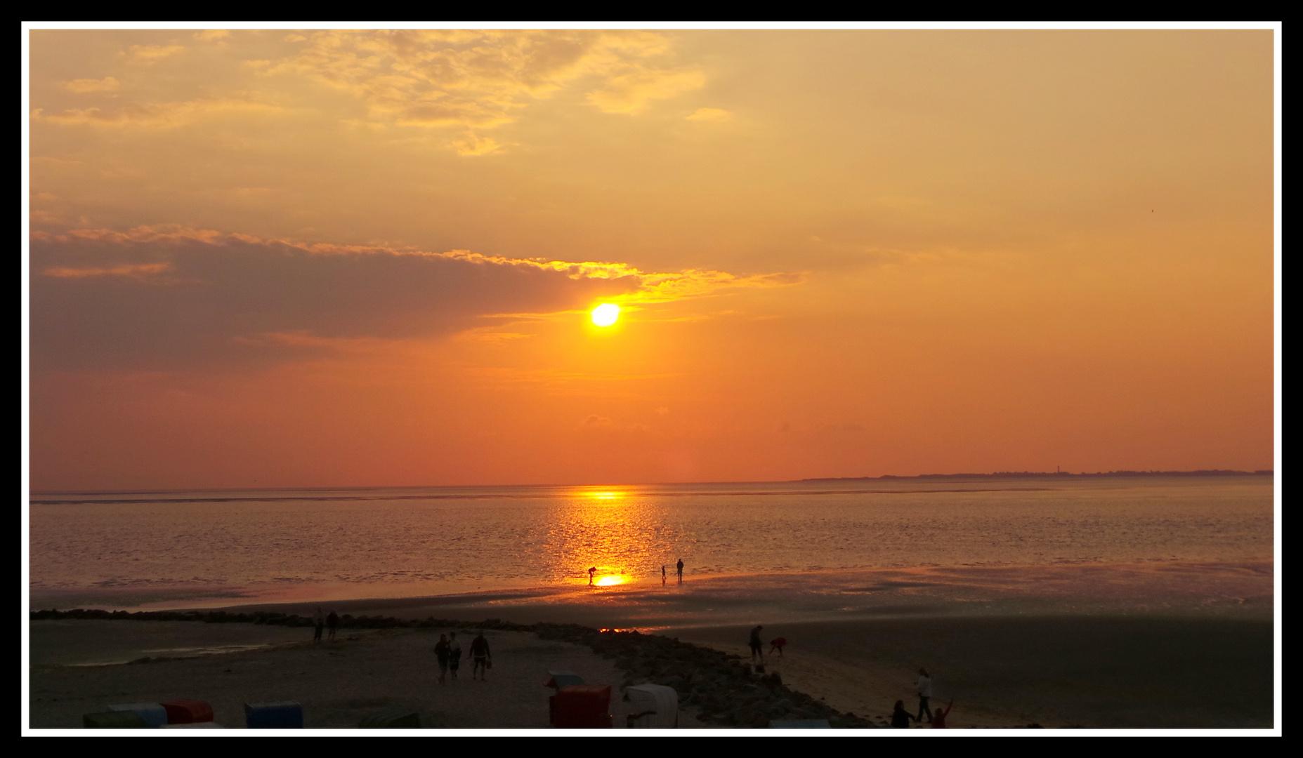 Abendstimmung auf der Insel Föhr mit  im Hintergrund die Insel Sylt
