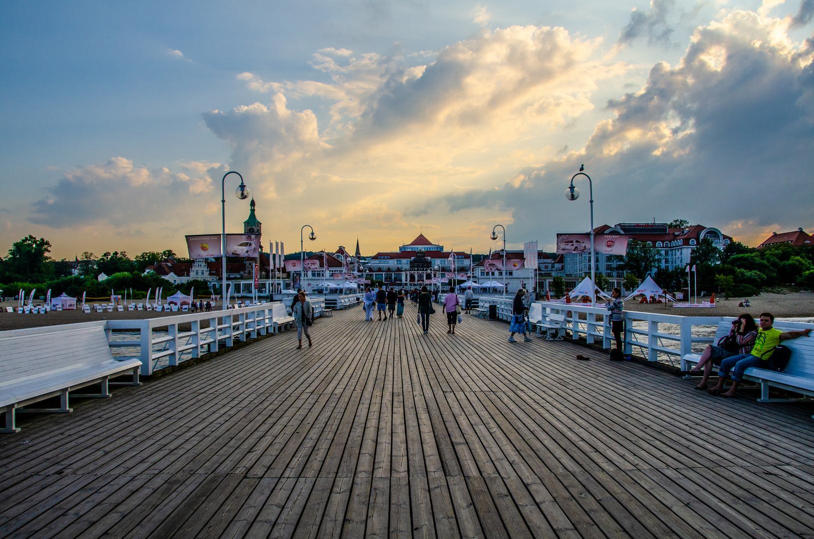 Abendstimmung auf der Seebrücke in Zoppot / Polen