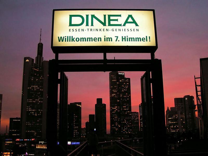 Abendstimmung über der Skyline von Frankfurt