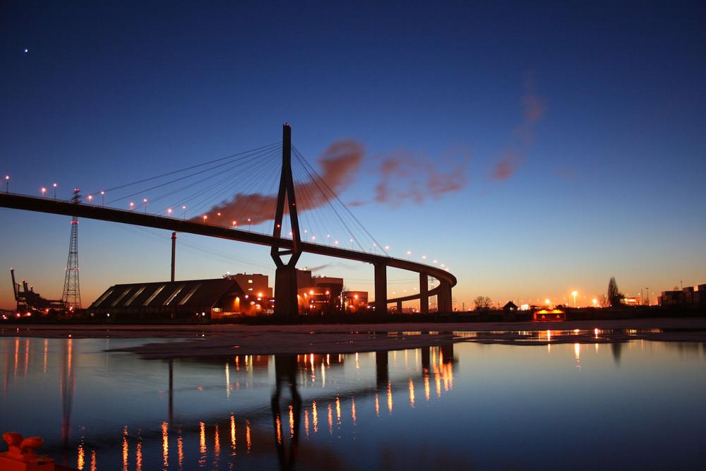 Abendstimmung unter der Köhlbrandbrücke