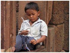 Aber es gibt auch kleine männliche kambodschanische Schönheiten